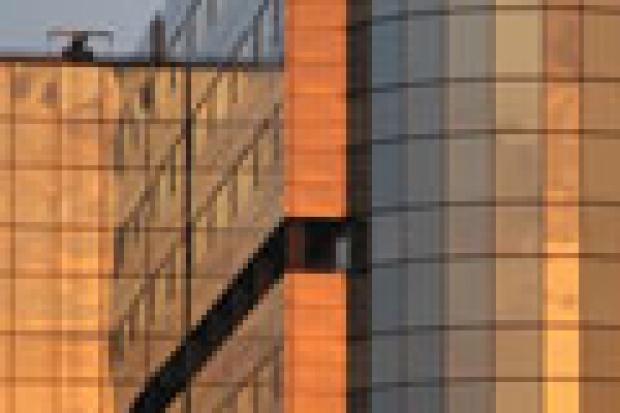 Samorządy: inwestycje, szkło, metal i wyobraźnia