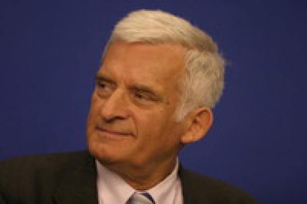 Jerzy Buzek: emisje CO2 ważniejsze niż bezpieczeństwo dostaw ropy i gazu