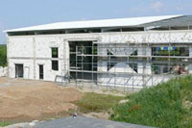 Kopahaus: pierwsze inwestycje
