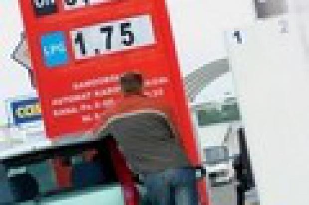 Na stacjach paliw taniej nie będzie