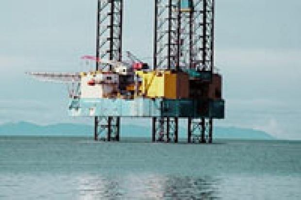 Spadek zapasów ropy