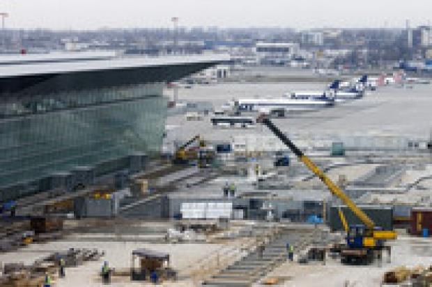 Terminal na Okęciu ruszy po wakacjach