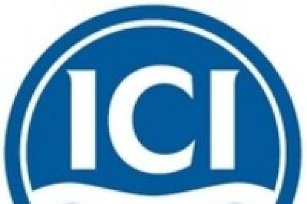 Akzo Nobel podwyższa ofertę na ICI