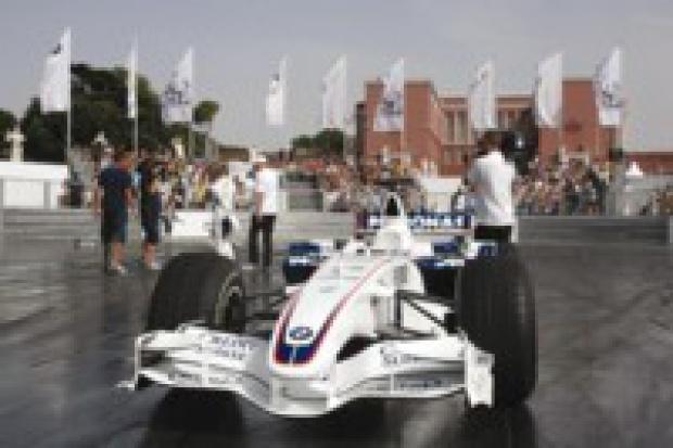 BMW Sauber F1 ustawił swój Pit Lane w Warszawie