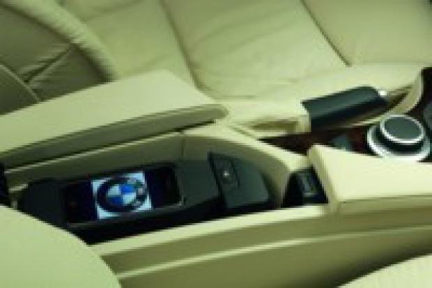 iPhone'y Apple w BMW i MINI