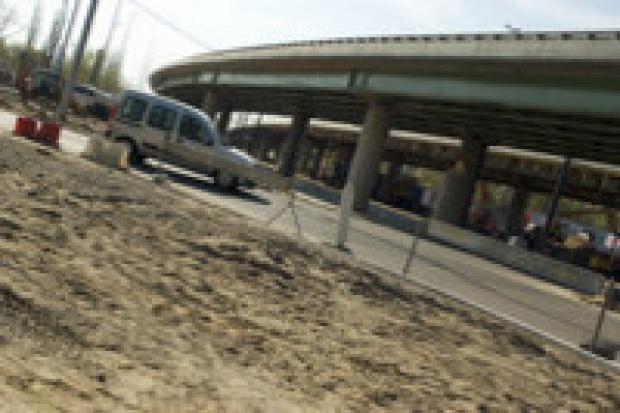 Protesty przegranych firm opóźniają budowy dróg