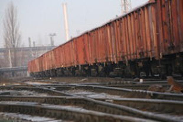 ArcelorMittal Poland coraz mniej korzysta z kolei