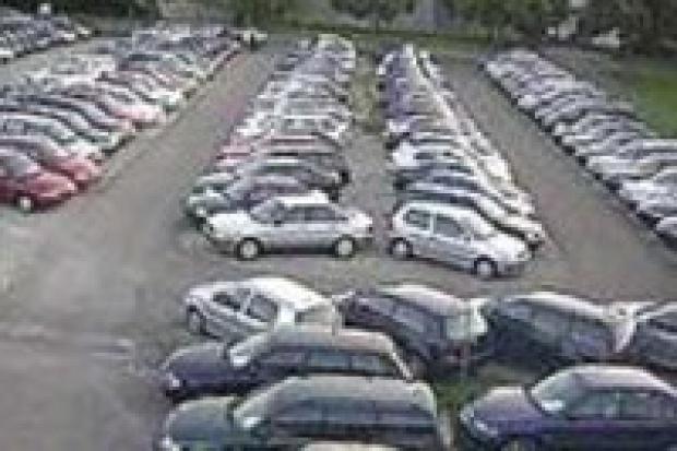 Import aut używanych hamuje sprzedaż nowych