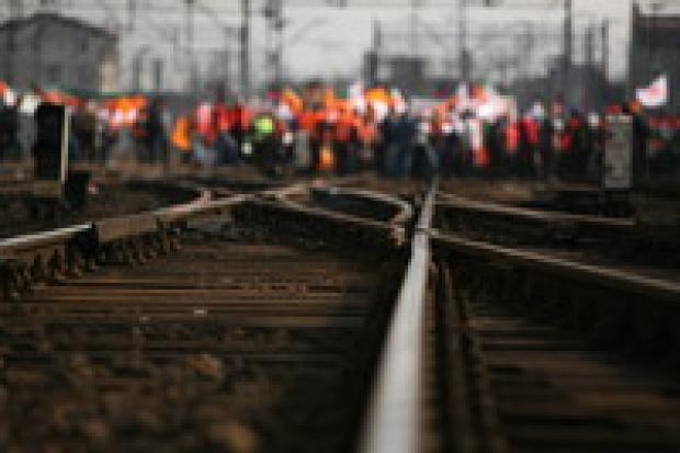 Kolejowe związki grożą strajkiem