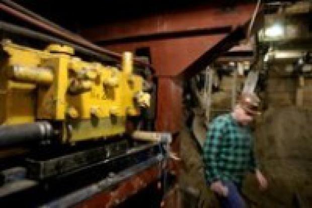 Woda podmywa tory w warszawskim metrze