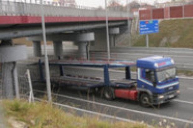 Stacje przy autostradach z opóźnieniem