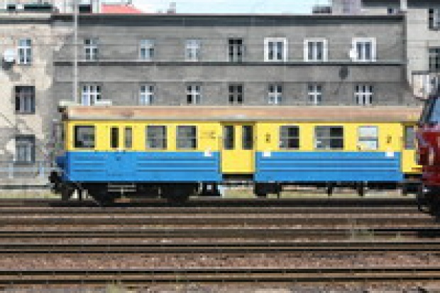 NIK: Samorządy nie radzą sobie z przewozami kolejowymi