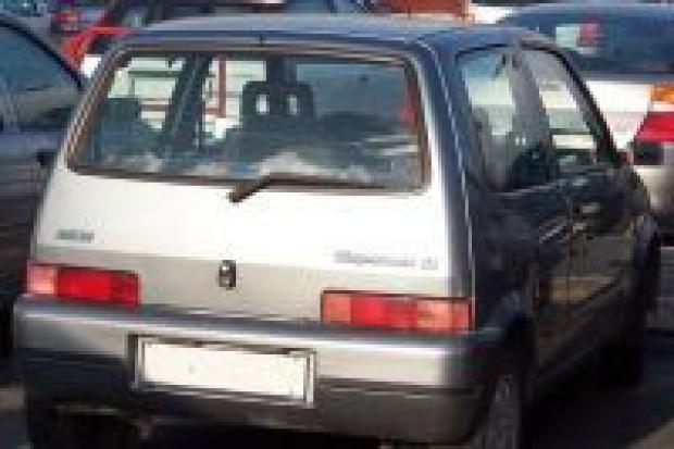 Złodzieje opanowali kradzież paliwa z cinquecento i seicento