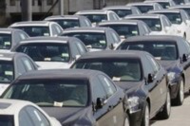 W lutym sprzedawano 1128 nowych aut dziennie