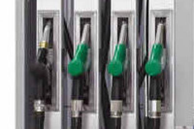 Cena benzyny nie przekroczy 5 zł?