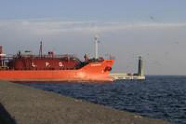 PGNiG: premier powinien zadecydować o budowie terminala LNG