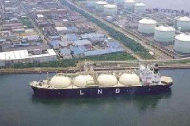 Terminal LNG powstanie rok później