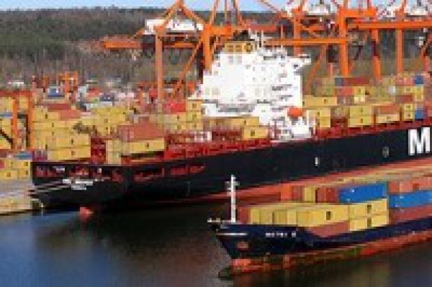 Porty morskie i śródlądowe 2007 - udział kolei spada