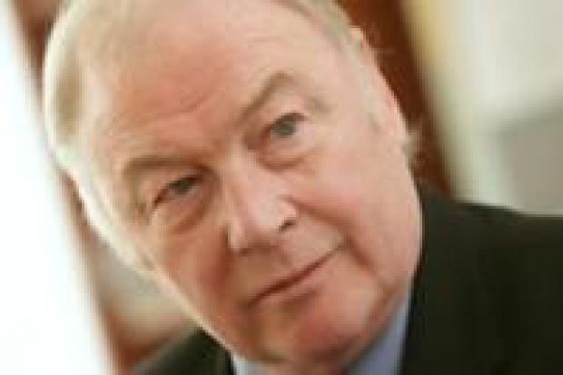 W piątek 9 maja Tom Gibson parafuje projekt umowy nabycia Silesii