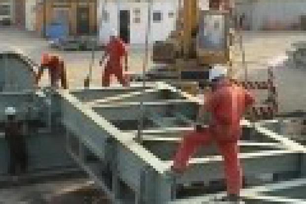 Procedury analizy bezpieczeństwa operacji (Job Safety Analysis) w międzynarodowych kompaniach naftowych