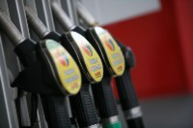 Sarkozy proponuje państwom UE ograniczenie VAT-u na paliwa