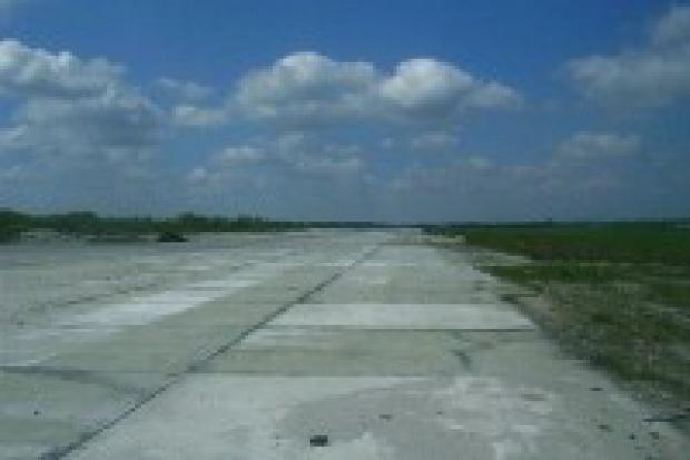 Jest szansa dla niszczejącego lotniska w Białej Podlaskiej