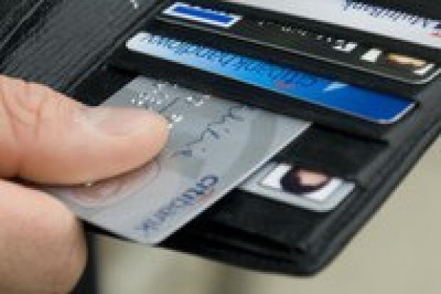 Mandat kartą kredytową?