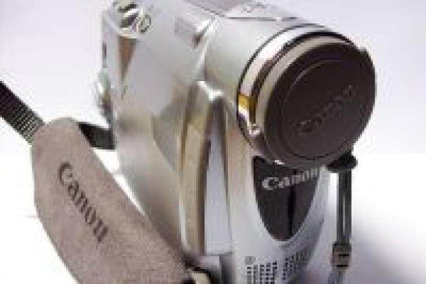 Canon poleci na łeb na szyję