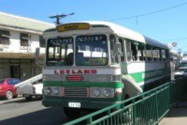 Związki zawodowe na Fidżi żądają wzrostu cen za transport