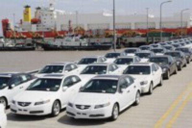 Sprzedaż aut spada mocno na całym świecie