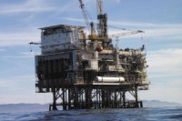 Bush uchyla zakaz wierceń naftowych u wybrzeży USA