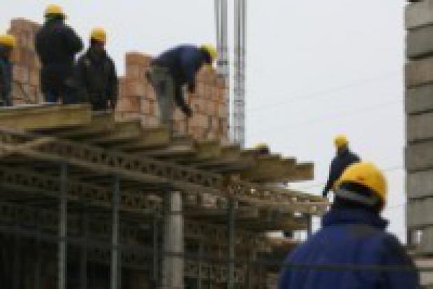 Od początku roku firmom budowlanym przybyło 50 tys. pracowników