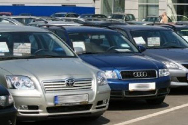 Ubezpieczyciele zyskują na imporcie aut