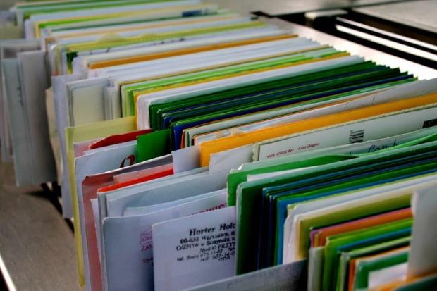 Dociążanie przesyłek pocztowych jest niezgodne z prawem