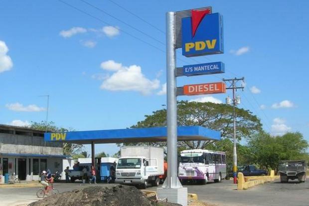 Chavez nacjonalizuje stacje benzynowe