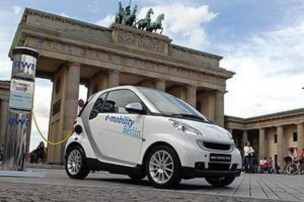 Daimler i RWE zapoczątkowują erę jazdy elektrycznej