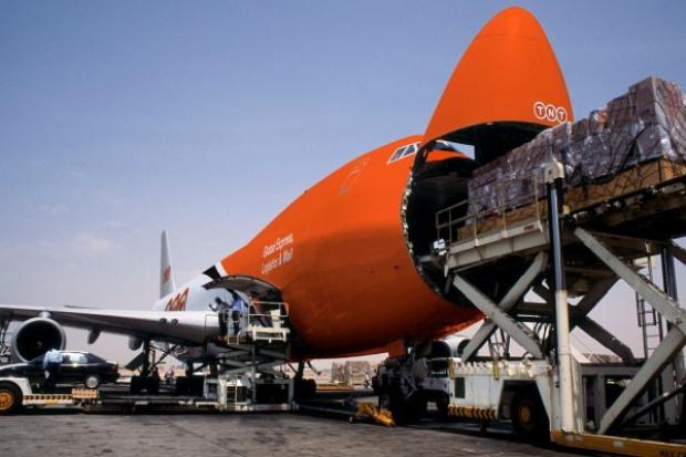 Statek transportowany samolotem