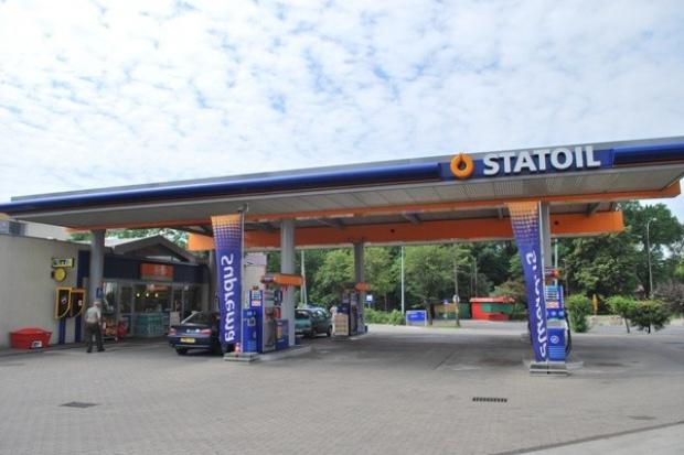 Taniejąca ropa nie pomoże zbić cen na stacjach