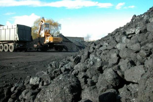 Ropa pociągnęła węgiel w dół