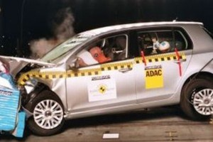 """Nowy Golf """"zdał"""" testy Euro NCAP"""