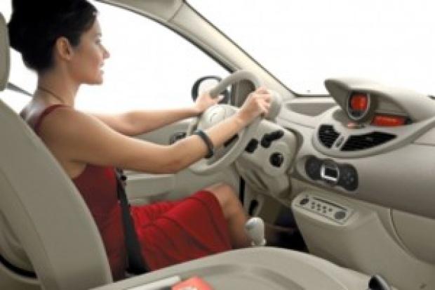 Fryzura niebezpieczna dla kierowcy