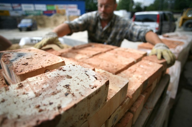 Dobra strona kryzysu: budowlańcy obniżają ceny remontów