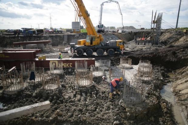 Tusk: uruchomiliśmy proces budowy dróg i autostrad