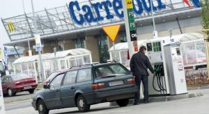 Przybywa stacji przy hipermarketach