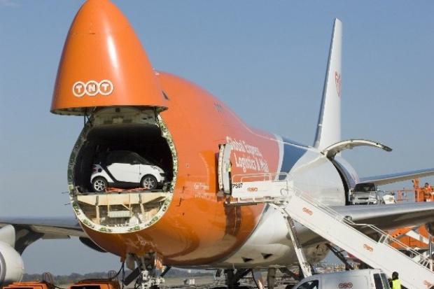 Nowy rekord Guinnessa: 30 smartów w Boeingu 747