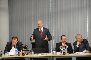 Olechnowicz: działania UniCredit to kierunek na wrogie przejęcie