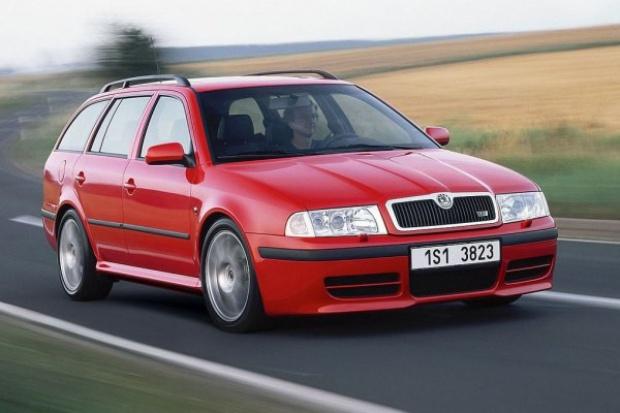 Sejm uchwalił poprawki podwyższające akcyzę na auta