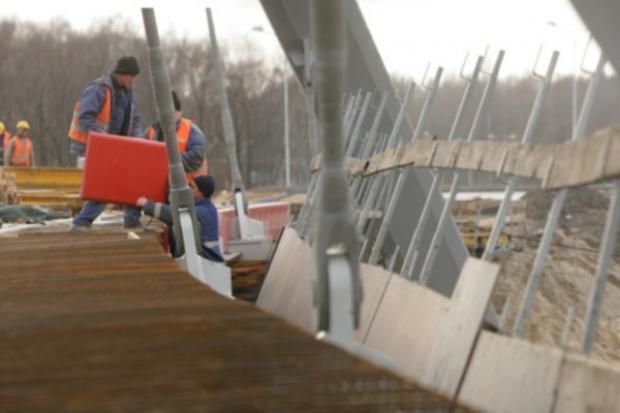 Samorządy ratują firmy budowlane
