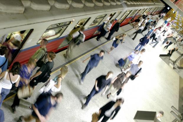 Od dziś w metrze jeździć będzie więcej pociągów