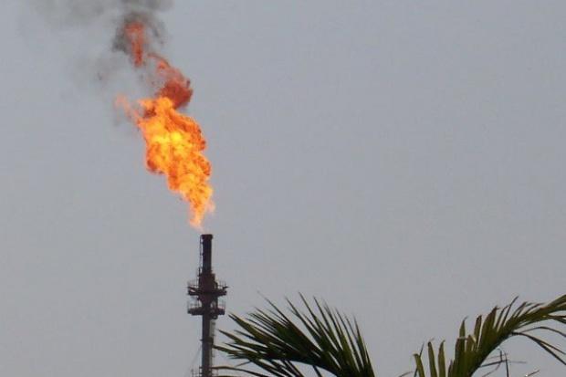 Ropa sporo tanieje z powodu obaw, że popyt będzie spadać szybciej niż dostawy